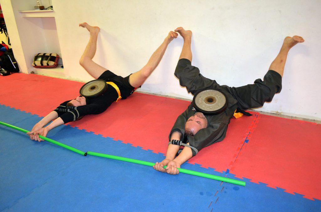 Esercizi di ginnastica posturale per lo scarico della colonna
